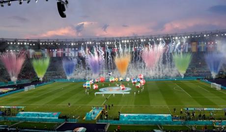 EURO 2020 khai mạc lung linh, đầy màu sắc và giàu cảm xúc