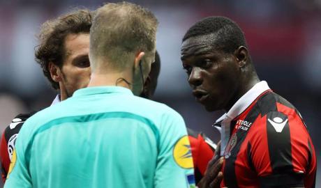 Balotelli được xóa thẻ đỏ