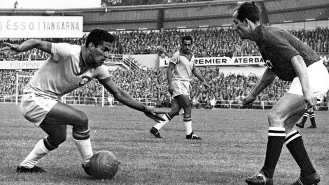 """Sinh nhật thứ 83 của Manoel Francisco (Garrincha) - """"Quái nhân"""" xuất chúng của ĐT Brazil"""