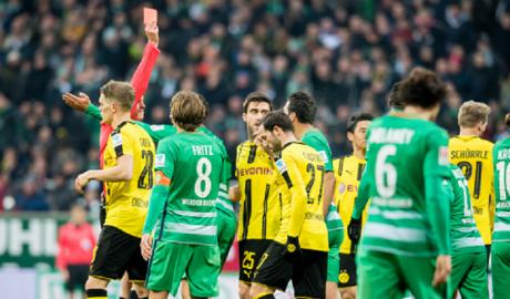Dortmund chật vật đánh bại 10 người Bremen