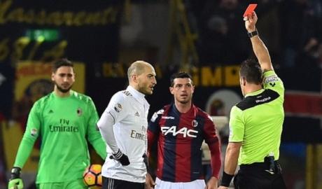 Nhận 2 thẻ đỏ, AC Milan vẫn ca khúc khải hoàn