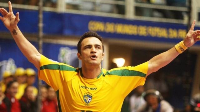 Khi vua futsal Falcao thi đấu ở sân chơi 11 người
