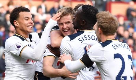 Tottenham hạ gục Quỷ đỏ trong ngày chia tay White Hart Lane