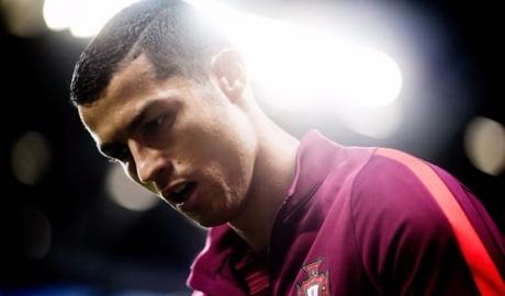 """Ronaldo nghỉ trận tranh giải ba Confed Cup vì bận... """"hộ đê"""""""