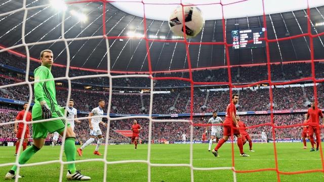 Bundesliga: 5 pha phản lưới nhà ngớ ngẩn nhất mùa bóng 2016/17