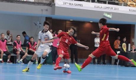 Futsal nữ Việt Nam thua đáng tiếc trong ngày ra quân