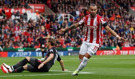 Stoke giã nát họng Pháo, Liverpool nhọc nhằn giành 3 điểm