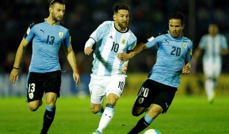 Bất phân thắng bại, Uruguay và Argentina lâm nguy