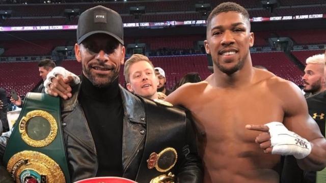 Ferdinand thể hiện kỹ năng chơi boxing cực đỉnh