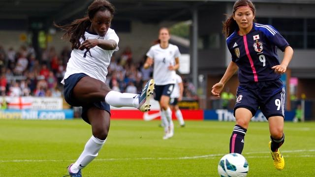 Phái nữ không thiếu những siêu phẩm trong bóng đá