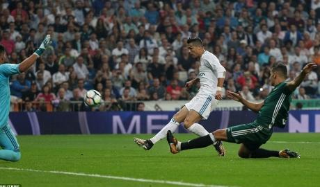 Kì tích vĩ đại của Real bị chấm dứt bởi... kỷ lục của Ronaldo