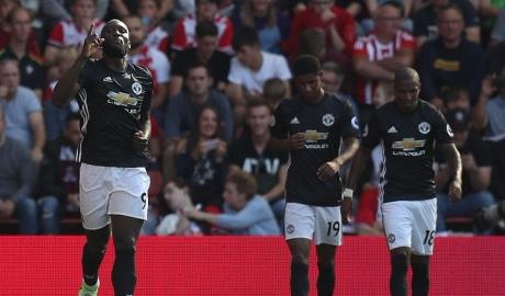 Lukaku cân bằng kỉ lục ghi bàn, M.U nhọc nhằn giành 3 điểm