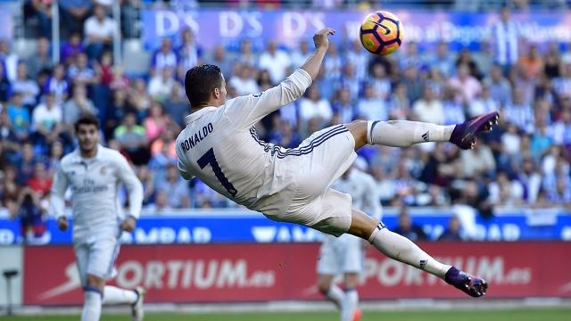 Ronaldo lập hat-trick giúp Real ngược dòng trên sân Alaves mùa trước