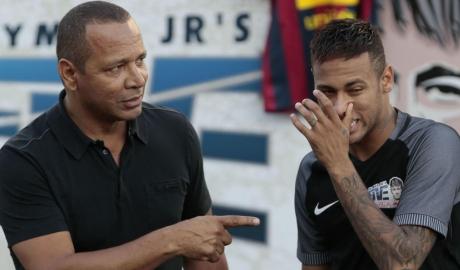 Cha Neymar từng khuyên con nên ở lại Barca