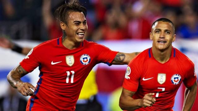 Eduardo Vargas dứt điểm khéo léo trong vòng cấm, mở tỷ số cho Chile