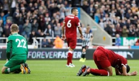 """Đâu chỉ hàng thủ đang """"giết"""" Liverpool"""