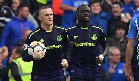 "Ghi bàn phút cuối, Rooney ""cứu"" Koeman"