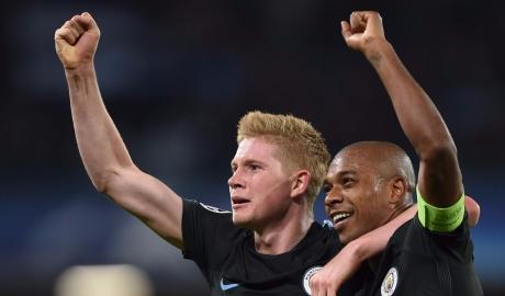"""Ngược dòng ngoạn mục, Man City mở """"tiệc bàn thắng"""" trên đất Ý"""