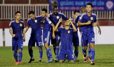 Thắng kịch tính Than Quảng Ninh, Quảng Nam tiến sát ngôi vô địch
