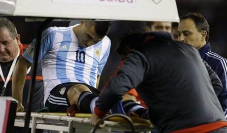Aguero đột quỵ giữa trận đấu Argentina - Nigeria