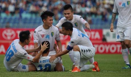 Thắng nghẹt thở Quảng Nam, Hà Nội vươn lên dẫn đầu V.League 2017