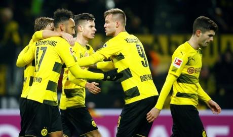 Hồi sinh cùng Stoeger, Dortmund lọt vào Top 3