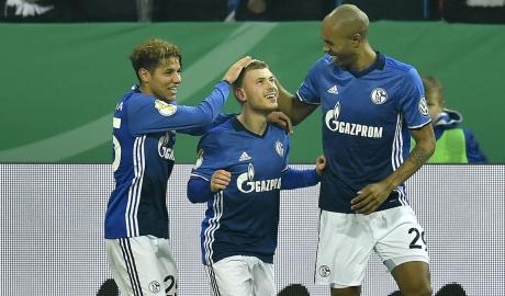 Schalke nối dài mạch bất bại ấn tượng bằng chiến thắng ở cúp Quốc gia
