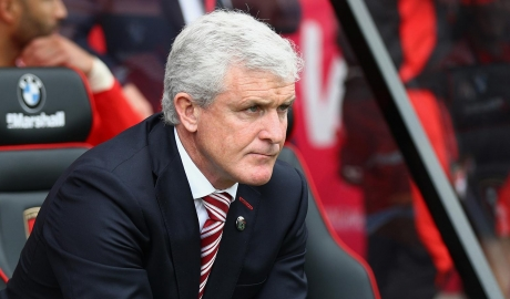 Stoke City sắp sa thải HLV Mark Hughes