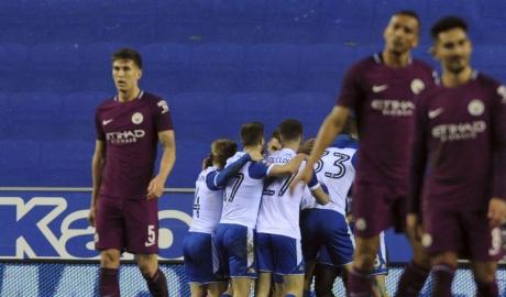 Thua đội hạng dưới, Man City vỡ mộng ăn bốn