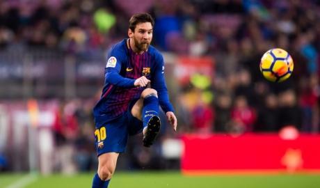 Messi tái hiện tuyệt phẩm sút phạt của Ronaldinho