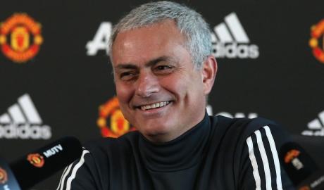 Fulham ra tay giúp M.U đánh bại Tottenham