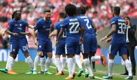 Thêm một cầu thủ Chelsea công khai bất bình với Conte