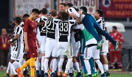 Chia điểm hòa nhã với Roma, Juve lần thứ 7 liên tiếp vô địch Serie A