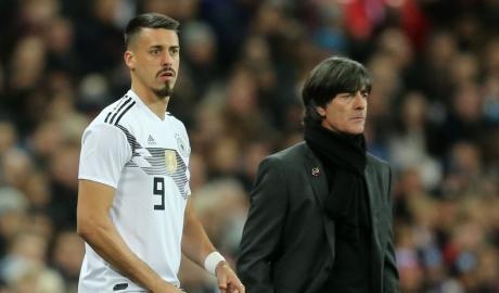 Sao Bayern bật khóc trên sân tập vì không được dự World Cup