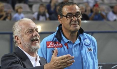 Sarri gia hạn với Napoli, Chelsea vỡ mộng