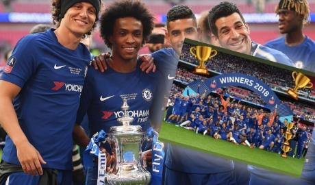 'Bôi nhọ' HLV Conte, Willian bị CĐV Chelsea ném đá không ngừng