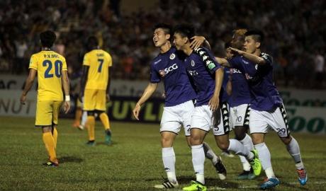 Hà Nội đánh bại SLNA, lập kỷ lục bất bại ở V.League