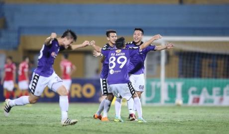 Hà Nội đại thắng Quảng Ninh, bất bại sau lượt đi V.League