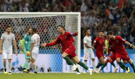 Ronaldo là cầu thủ đầu tiên ghi bàn ở tám giải đấu lớn liên tiếp