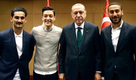 'Gundogan, Ozil quá may khi còn được tuyển Đức giữ lại'