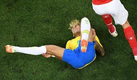 Ăn no đòn, Neymar lỡ tập, mất trận Costa Rica?
