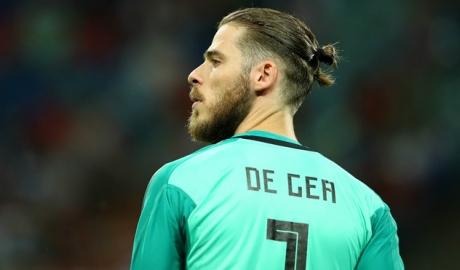 Chống lại CĐV, HLV Tây Ban Nha quyết tin tưởng De Gea