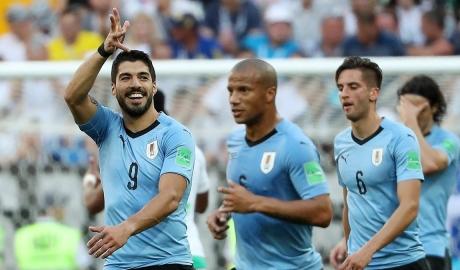 Suarez đưa Uruguay vào vòng 1/16