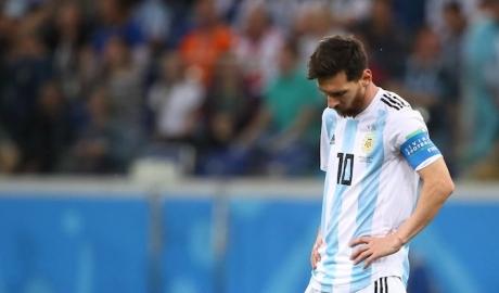 Đồng đội cũ dự đoán Messi sắp chia tay tuyển Argentina