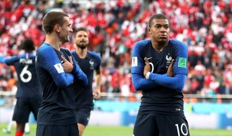 Mbappe giúp Pháp sớm vượt qua vòng bảng