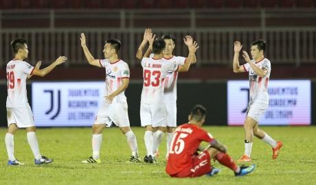 TP HCM thua ngược Nam Định trên sân nhà