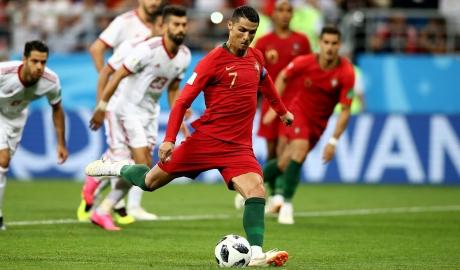 Quả phạt đền của Ronaldo phá kỷ lục World Cup