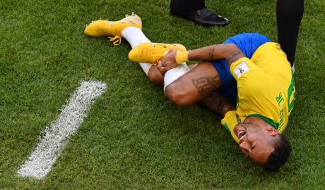 Ăn vạ quá nhiều, Neymar trở thành nỗi hổ thẹn của bóng đá