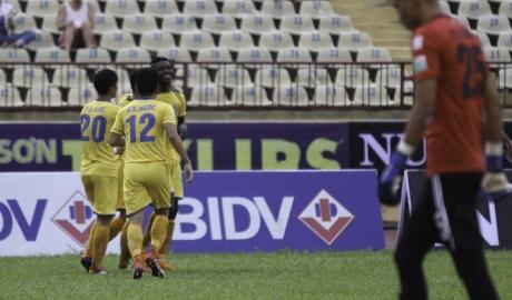 SLNA thắng trận thứ bảy liên tiếp ở V-League