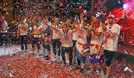 Tuyển Croatia dùng tiền thưởng World Cup cho trẻ em nghèo đi biển